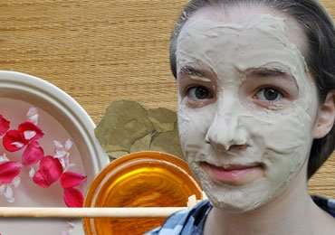 Homemade Face Mask that Add Glow to Your Skin Like Gold!