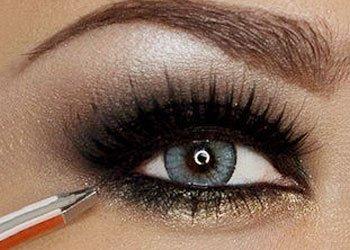 How to Apply Smokey Eye Shadow?