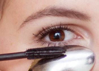 Neat Application of Mascara