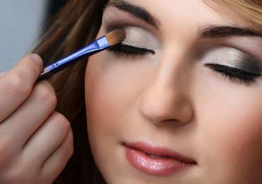 How To Apply Eye Shadow Perfectly For Flawless Beauty?