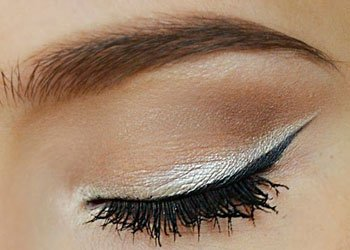 White Eyeliner to Highlight Eye Shadow