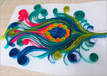 Peacock-feather-quilling-decor