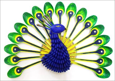DIY Home Decor Ideas : How to Make Beautiful Peacock With Plastic Spoons