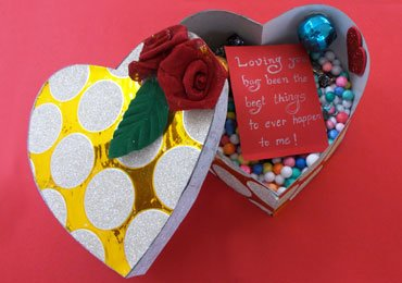 DIY Gift Ideas : How To Make a Heart-Shaped Handmade Gift Box!