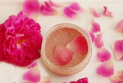 Rose face mask for oily skin