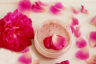 Rose face mask with yogurt