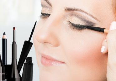 Eyeliner Tutorial : Your Quick Guide to Anything and Everything About Eyeliners!