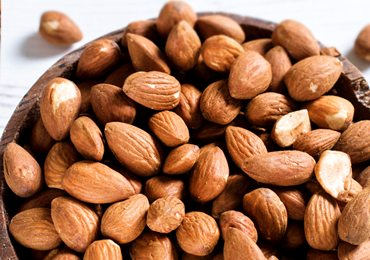 Almonds Nutrition : What are The Benefits of Eating Almonds Daily?