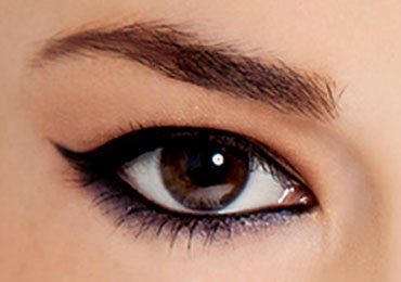 Step by Step Tutorial on How to do Winged Eyeliner!