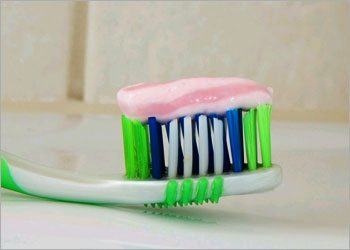 Toothpaste-for-bug-bites-home-remedies
