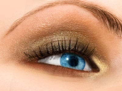 Golden Shadow For A Shimmery Look