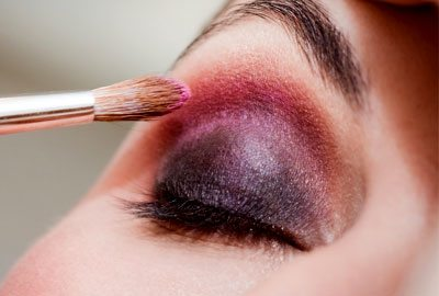 Apply lighter shade eyeshadow