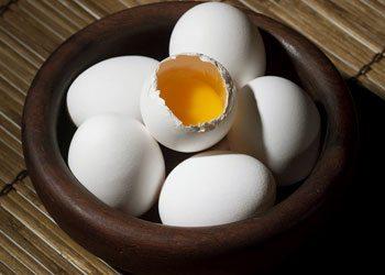 Eggs-dry-hair-remedies