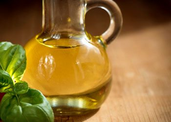 Olive-oil-dry-hair-remedies