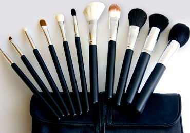 Makeup Brushes Guide : 5 Make Up Brushes Your Vanity Kit Needs!