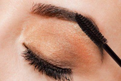 Fill eyebrows using mascara