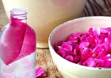 11 Surprising Benefits of Rosewater and Its Amazing Uses for Skin!