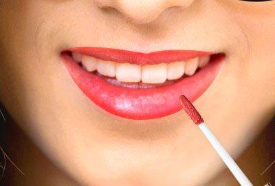 Apply Liquid Lipstick