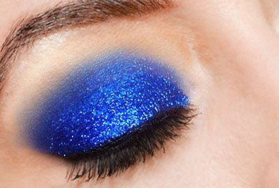 Giving your eye makeup final touch