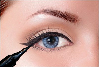 Connect the triangle to your lash line
