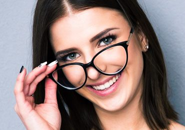Makeup With Glasses : 11 Beauty Tips For Girls Who Wear Glasses