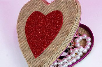 DIY Heart Shaped Gift Box from Jute Cloth