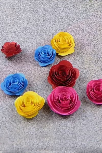Make colorful paper flowers