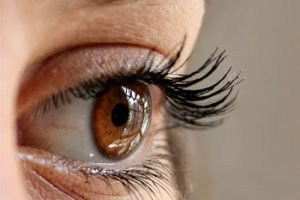 How to use Castor Oil for Eyelashes Growth